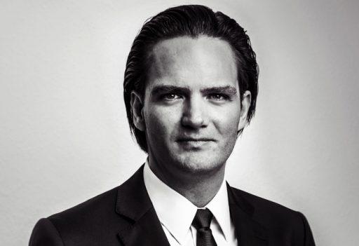 Portrait Peter Holzer in schwarz weiß